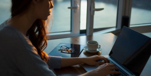 Women working at home laptopjpg 6dd7i